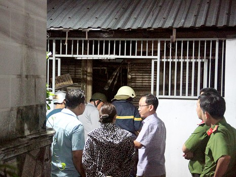 Đám cháy bùng phát trong căn nhà nằm sâu trong hẻm khiến bà cụ bị bỏng nặng