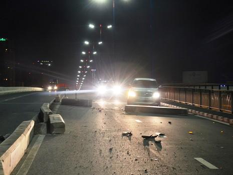 Sự cố khiến việc lưu thông trên cầu Sài Gòn gặp khó khăn