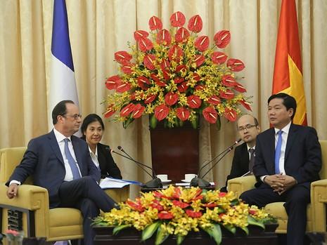 Tổng thống Pháp kết thúc 1 ngày thăm và làm việc tại TP.HCM - ảnh 16
