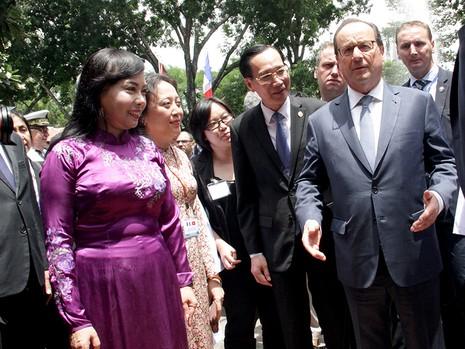 Tổng thống Pháp kết thúc 1 ngày thăm và làm việc tại TP.HCM - ảnh 9