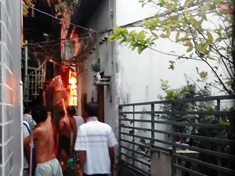Nam thanh niên chết thảm trong căn nhà cháy - ảnh 1