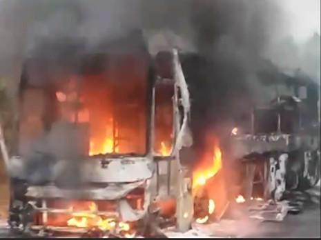 Xe khách giường nằm cháy rụi trên đèo Lò Xo - ảnh 1