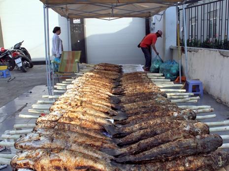 Phố cá lóc nướng ở Sài Gòn trúng lớn ngày vía Thần tài - ảnh 12