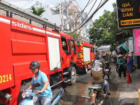 Cháy khách sạn đường Quang Trung, 4 người được giải cứu - ảnh 3