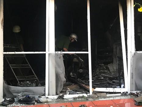 5 người mắc kẹt trong căn nhà 4 tầng bị cháy ở TP.HCM - ảnh 2