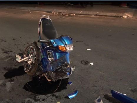 Xe máy gãy đôi tối Valentine, 2 cặp nam nữ bị thương  - ảnh 2