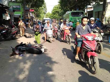 Hai xe máy tông, người không đội mũ bảo hiểm tử vong - ảnh 2