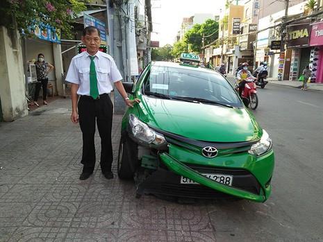 Tài xế taxi bắt cướp ở cửa ngõ Tân Sơn Nhất - ảnh 1
