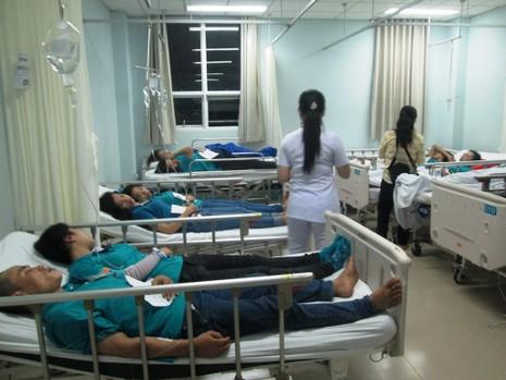 Hàng trăm công nhân bị ngộ độc sau khi ăn thức ăn do công ty nấu - ảnh 2