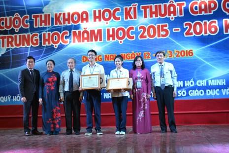 Thiết bị vượt địa hình cho người khuyết tật thắng giải cuộc thi KHKT - ảnh 1