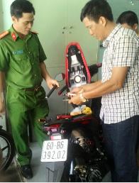 Xác định được đối tượng bắn trả công an, cướp xe giữa chợ tại Đồng Nai - ảnh 1
