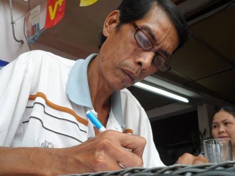Chuyện bác bảo vệ viết đơn miễn phí cho dân nghèo  - ảnh 3