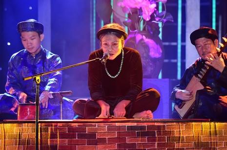 Hòa Minzy hóa Sơn Tuyền 'giống quá', Hoài Linh chỉ biết... cười  - ảnh 5