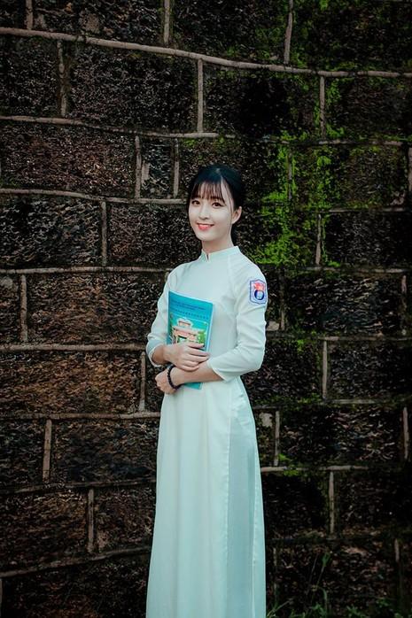Nữ sinh Quốc học Vinh cực xinh trong tà áo trắng - ảnh 8