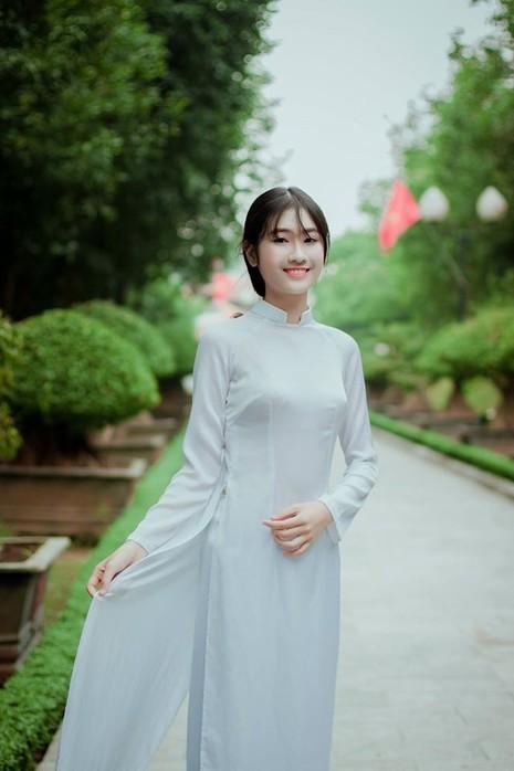Nữ sinh Quốc học Vinh cực xinh trong tà áo trắng - ảnh 7