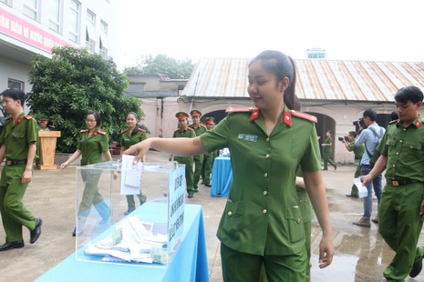 Cảnh sát PCCC ủng hộ gần 40 triệu gửi bà con miền Trung - ảnh 2