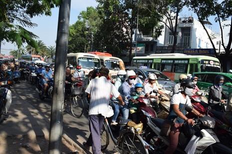 Nghẹt thở chen chân về bến xe miền Đông - ảnh 6