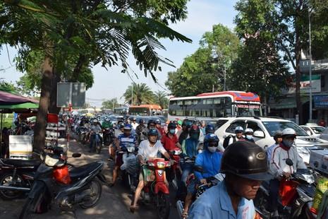 Nghẹt thở chen chân về bến xe miền Đông - ảnh 5