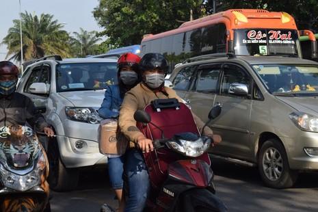 Nghẹt thở chen chân về bến xe miền Đông - ảnh 3