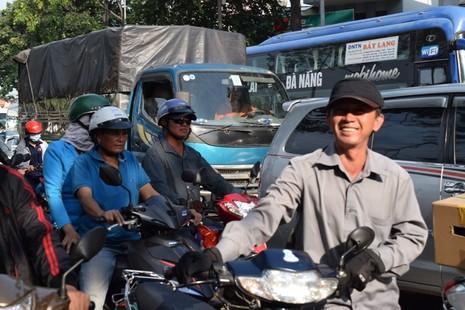 Nghẹt thở chen chân về bến xe miền Đông - ảnh 2