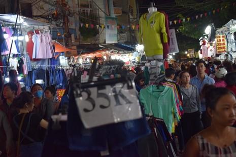 Chật vật chen chân đi chợ Hạnh Thông Tây ngày cuối năm - ảnh 5