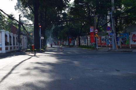 Sài Gòn thênh thanh, bình lặng trong sáng đầu năm - ảnh 15