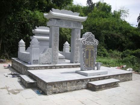 Lăng mộ Việt Nam Đại thần Lê Văn Phong tại ấpTháp, xã Thái Mỹ, huyện Củ Chi, TP HCM