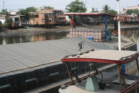 Kỳ lạ nghề bán… nước biển ở Sài Gòn - ảnh 4