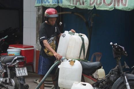 Kỳ lạ nghề bán… nước biển ở Sài Gòn - ảnh 2