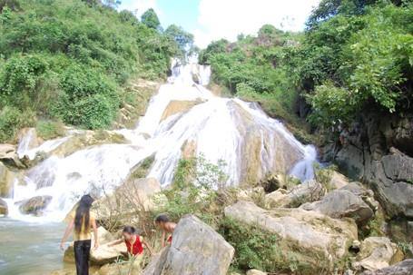 Thác Na Pao, xã Bản Lầu, huyện Mường Khương ( tỉnh Lào Cai)