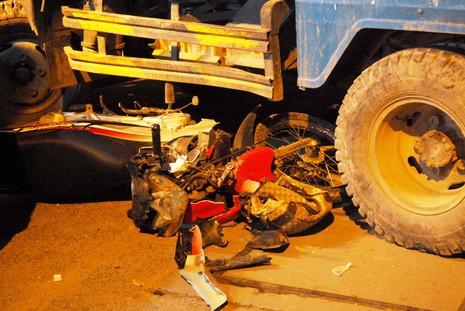 Xe ben đâm hàng loạt phương tiện, nhiều người gặp nạn - ảnh 2