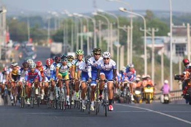 Chuẩn bị khai mạc đua xe đạp xuyên Việt mừng giải phóng miền Nam - ảnh 1
