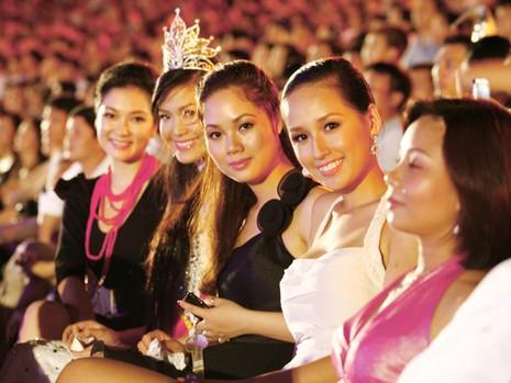 Nguyễn Thị Huyền, Mai Phương, Mai Phương Thúy,
