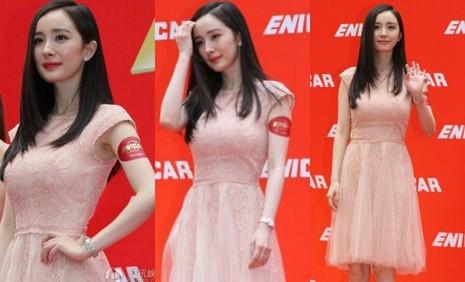 Dương Mịch trẻ trung với váy hồng, vóc dáng thon thả của bà mẹ một con thu hút ống kính.