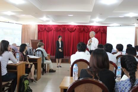 50 phóng viên quốc tế giao lưu với giảng viên, SV ĐHQG - ảnh 3