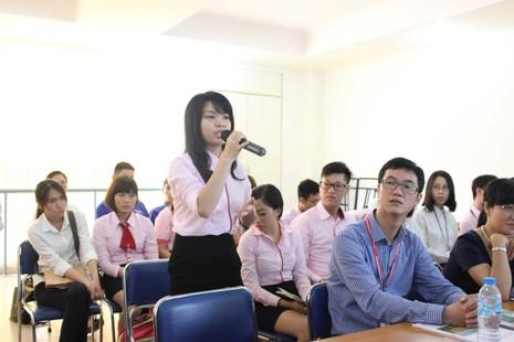 50 phóng viên quốc tế giao lưu với giảng viên, SV ĐHQG - ảnh 6