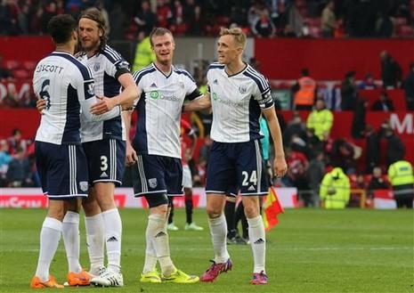 Niềm vui sau khi ghi bàn của các cầu thủ West Brom