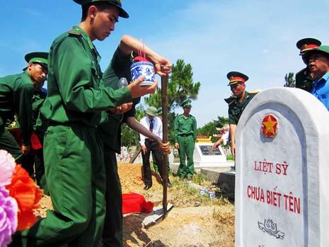 Lễ truy điệu, an táng 15 hài cốt liệt sĩ Việt Nam hi sinh tại Lào - ảnh 2