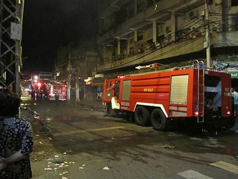 Cháy tiệm tạp hóa ở quận 6 - ảnh 2