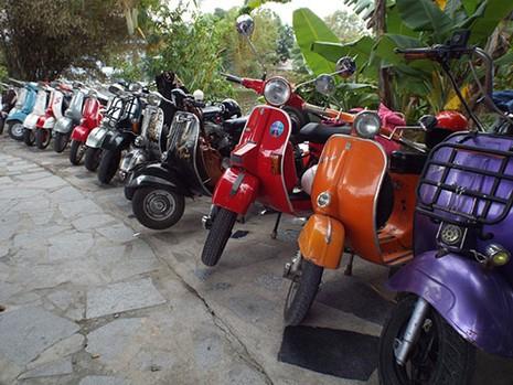 Gần 300 xe Vespa cổ tham dự Festival biển Nha Trang - 2015 - ảnh 1