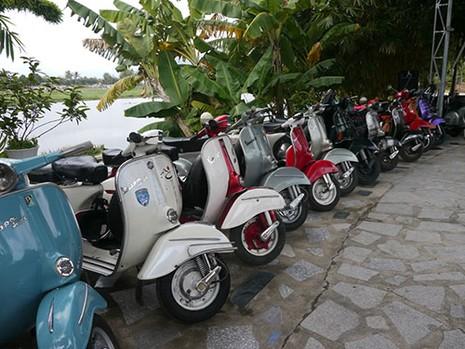 Gần 300 xe Vespa cổ tham dự Festival biển Nha Trang - 2015 - ảnh 2