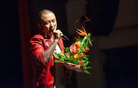 Giám khảo The Voice rưng rưng nước mắt vì được khán giả ở thành phố Leipzic