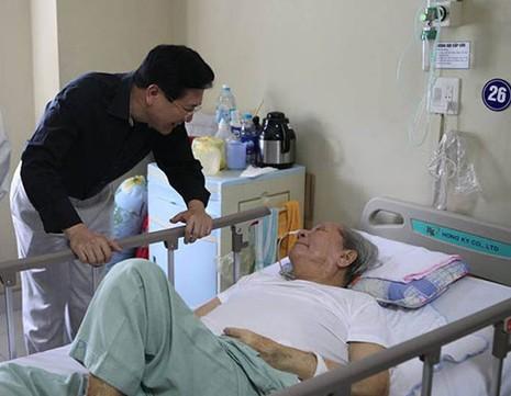 Thứ trưởng Bộ VH-TT&DL thăm nhạc sĩ Hoàng Vân - ảnh 1