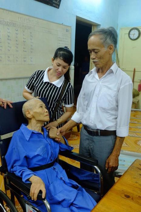 Bàn giao bệnh binh 70 tuổi cho gia đình sau gần 50 năm thất lạc - ảnh 1