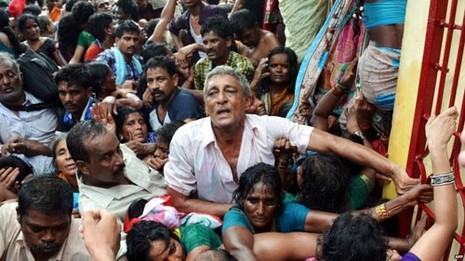 Giẫm đạp tại lễ hội linh thiêng ở Ấn Độ làm 27 người chết - ảnh 1