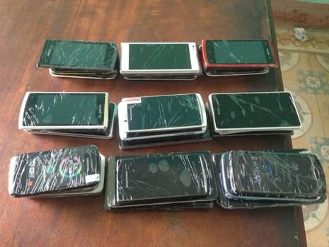 Bắt tên trộm…40 chiếc điện thoại di động - ảnh 2