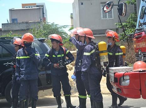 Cháy dữ dội tại công ty sơn ở Đà Nẵng - ảnh 8