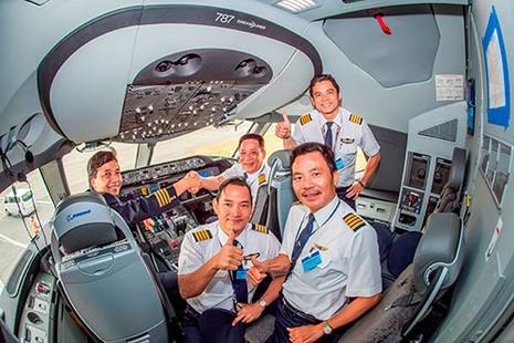 Phi công Việt Nam sẽ điều khiển chiếc máy bay hiện đại nhất thế giới - ảnh 1
