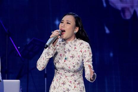 Hồ Quỳnh Hương nghẹn ngào hát tưởng nhớ nhạc sĩ An Thuyên - ảnh 2