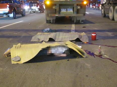 Bị container tông hai cô gái trẻ tử vong - ảnh 1